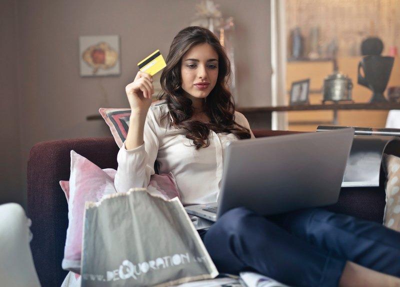 Comprare online? Per il tech conviene più del doppio