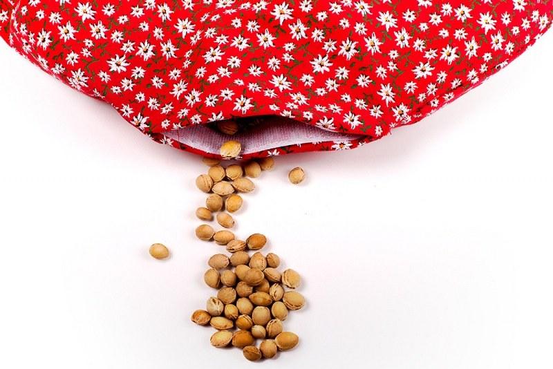 Cuscino con noccioli di ciliegia: benefici e come farlo